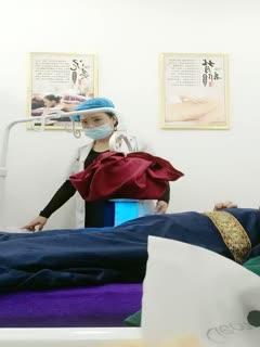 独家国内某民营整形美容机构坚挺大奶女医师偸拍给22岁的姑娘做处女膜修复